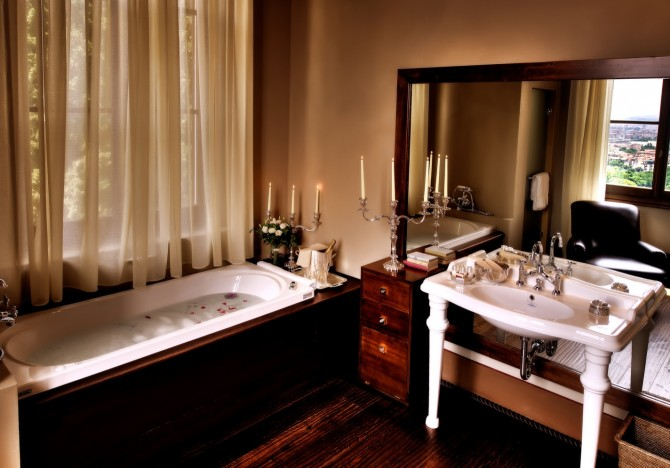 Most Luxurious Hotel Bathrooms