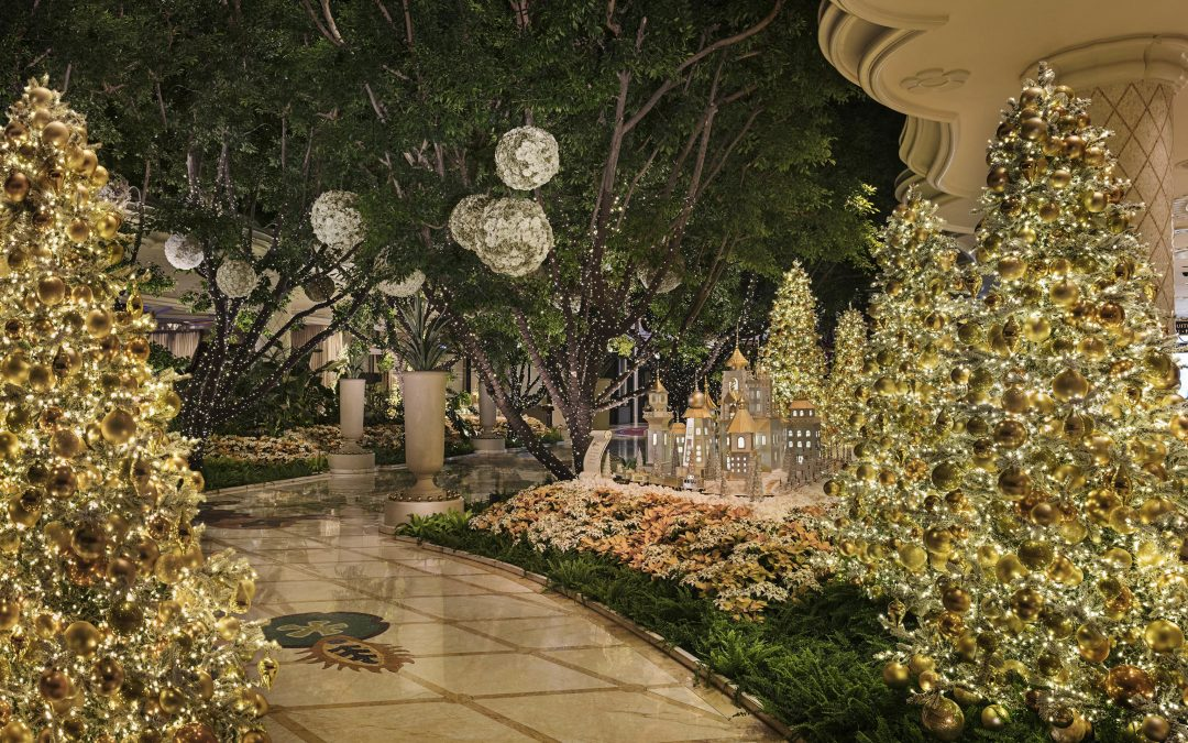 Top 6 Hotels with Holiday Décor